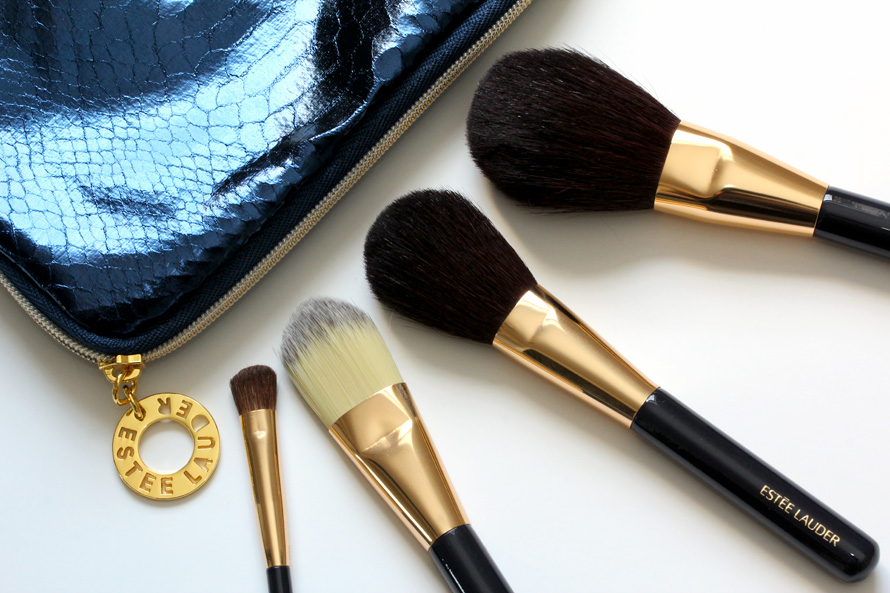 estee-lauder-travel-exclusive-portable-makeup-brush-collection-bag-closeup-big