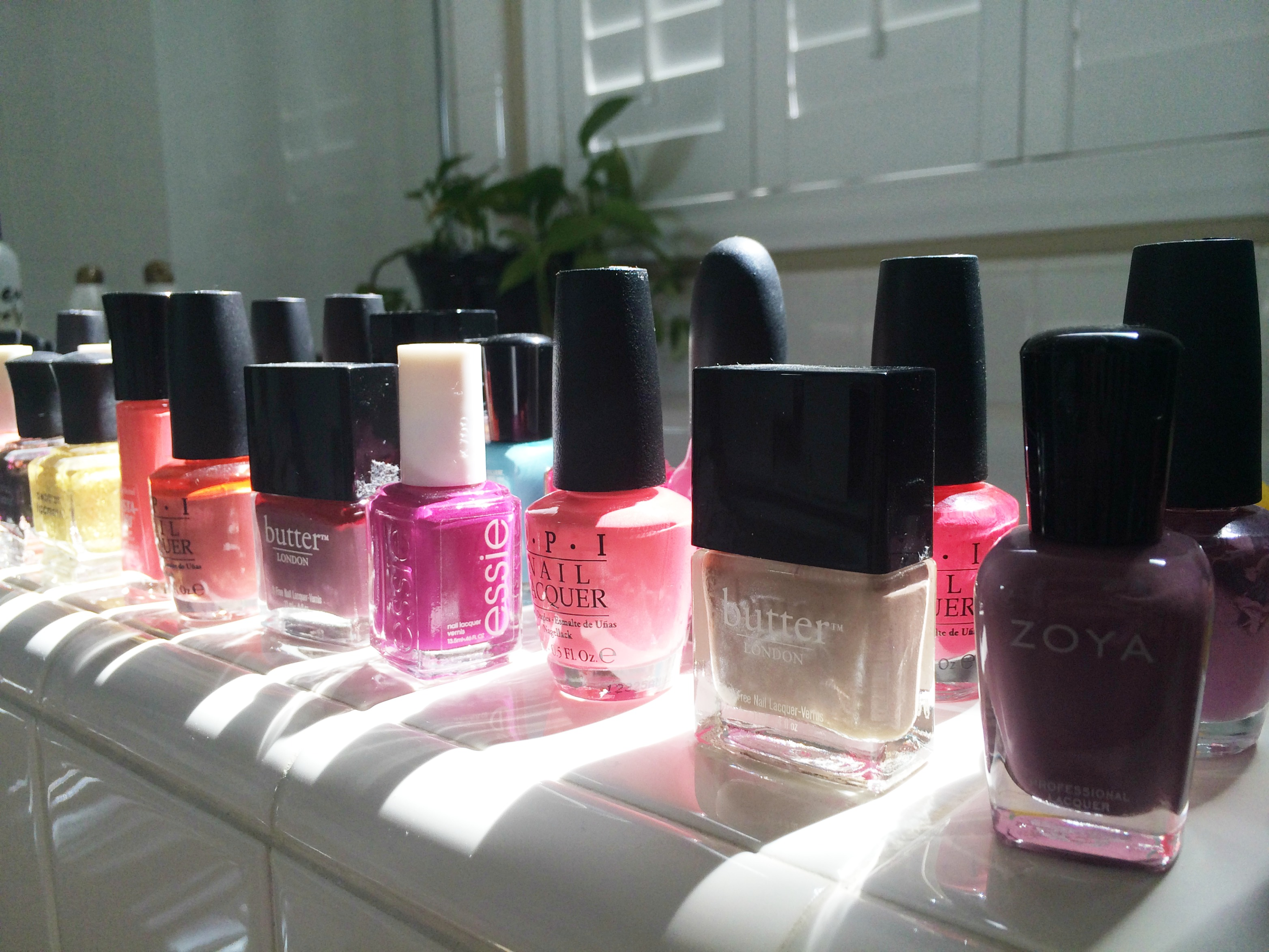 organizing-nail-polishes